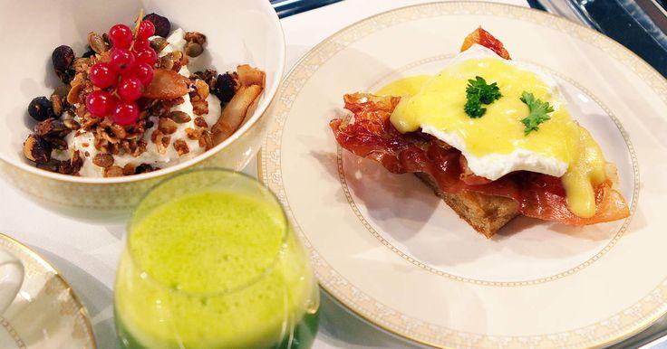 En frukostbricka man bara vågar drömma om! Eggs Benedict på pocherade ägg, en perfekt slagen hollandaise och krispiga parmachips. Hemgjord granola med smak av kardeumumma med grekisk yoghurt och färska bär. Samt en grön juice på ananas, spenat, ingefära, apelsin och lime.Frukostmenyn är ur finalen i Sveriges mästerkock.