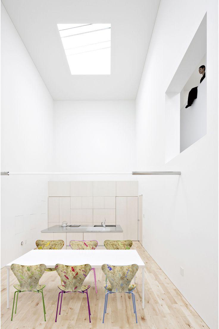 7 Cool Architects ǁ Designer: Jun Igarashi Architects ǁ Fritz Hansen Series 7™ chair (3107) by Arne Jacobsen
