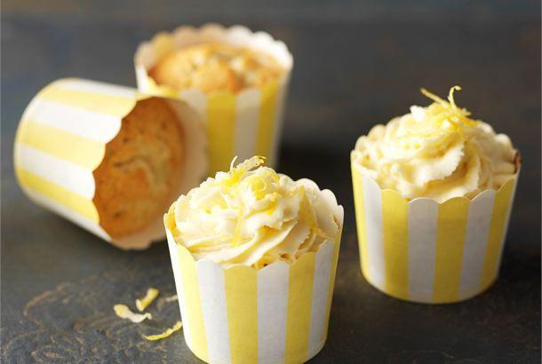 Sitruunamuffinit ✦ Sitruunamuffinit ilahduttavat aurinkoisella ulkonäöllään ja raikkaan makealla maullaan. http://www.valio.fi/reseptit/sitruunamuffinit/