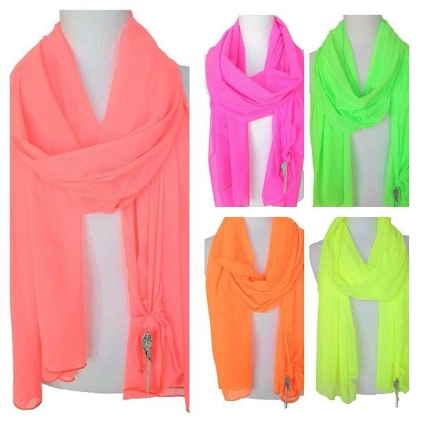 I would just loooove to have all these neon scarves! they are just... amazing <3