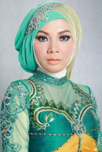 Beauty of Hijab  Talent by Tiwi   MUA & Tata Kerudung by Adji Broto   Photofolio ©2014.