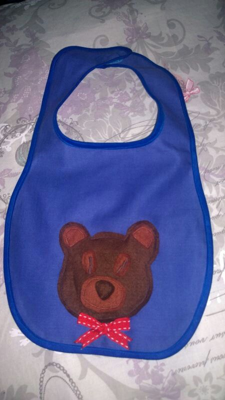Baby bib with cute bear by Lemon&Blair. Simple but bears are always in baby fashion