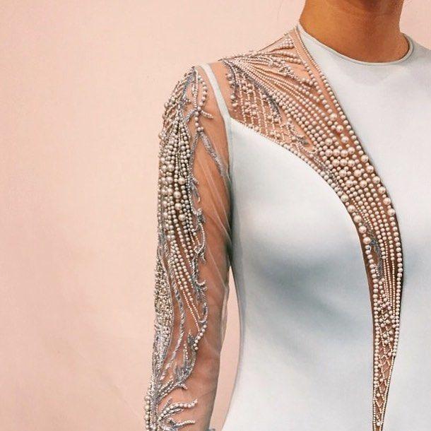 2,294 отметок «Нравится», 15 комментариев — Gaurav Gupta (@gauravguptaofficial) в Instagram: «Spring light . #GauravGupta #Summer #Couture . . . . . #Art #Fashion #Artwork #Pearls #Teal #Spring…»
