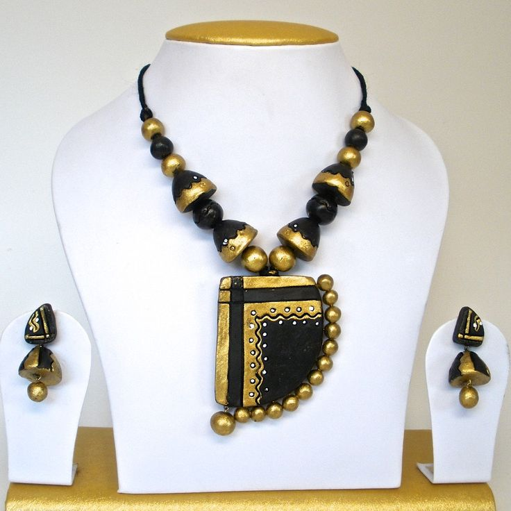 this set comes with a unique pendant pattern in contemporary black and gold with matching earrings