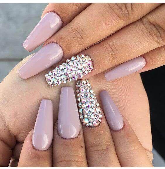 fioletowe paznokcie z cyrkoniami swarovskiego