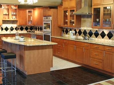 Toffee Maple Shaker Cabinets From Pius Kitchen Bath In Seattle Remodeling Decorating