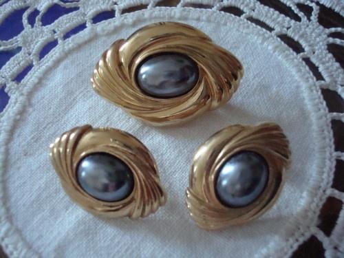 Vintage Avon Caviar Pearl Brooch Set with Pierced Earring