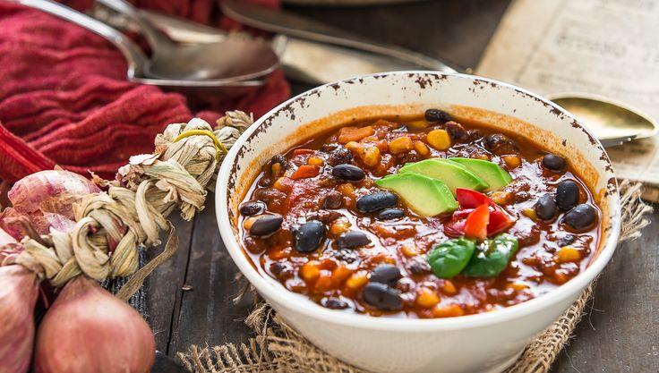 Ricetta CHILI vegano con fagioli neri : zuppa di FAGIOLI NERI alla messicana. Saporita, piccante e sana.Piatto unico pronto in 30 minuti #senzaglutine