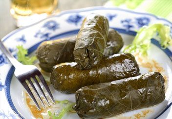 Stuffed grape leaves. If I could find grape leaves in my area, I'd try to make this with ground lamb, rice and spices. #grapeleaves #healthyfood #jewishfood