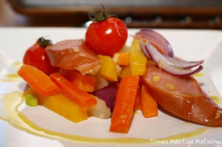 Pølser er som tidligere nevnt ikke min sterkeste side. Men en sjelden gang serverer jeg likevel pølser her hjemme, og da som regel godt kamuflert i ulike grønnsaker.