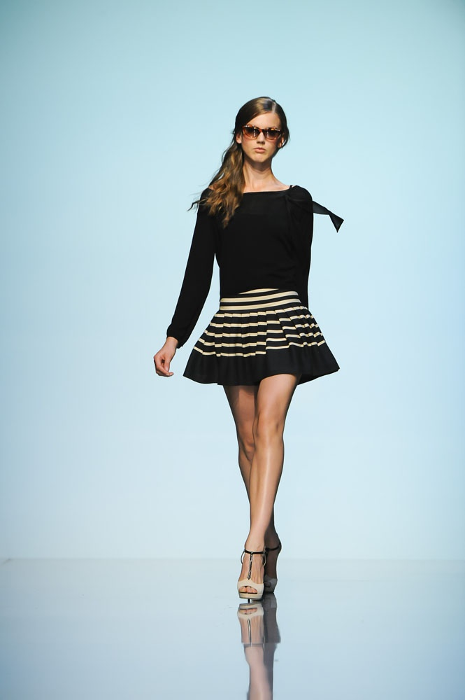 I discovered Tara Jarmon's style today!      Check out her gorgeous Spring/Summer 2012 collections!