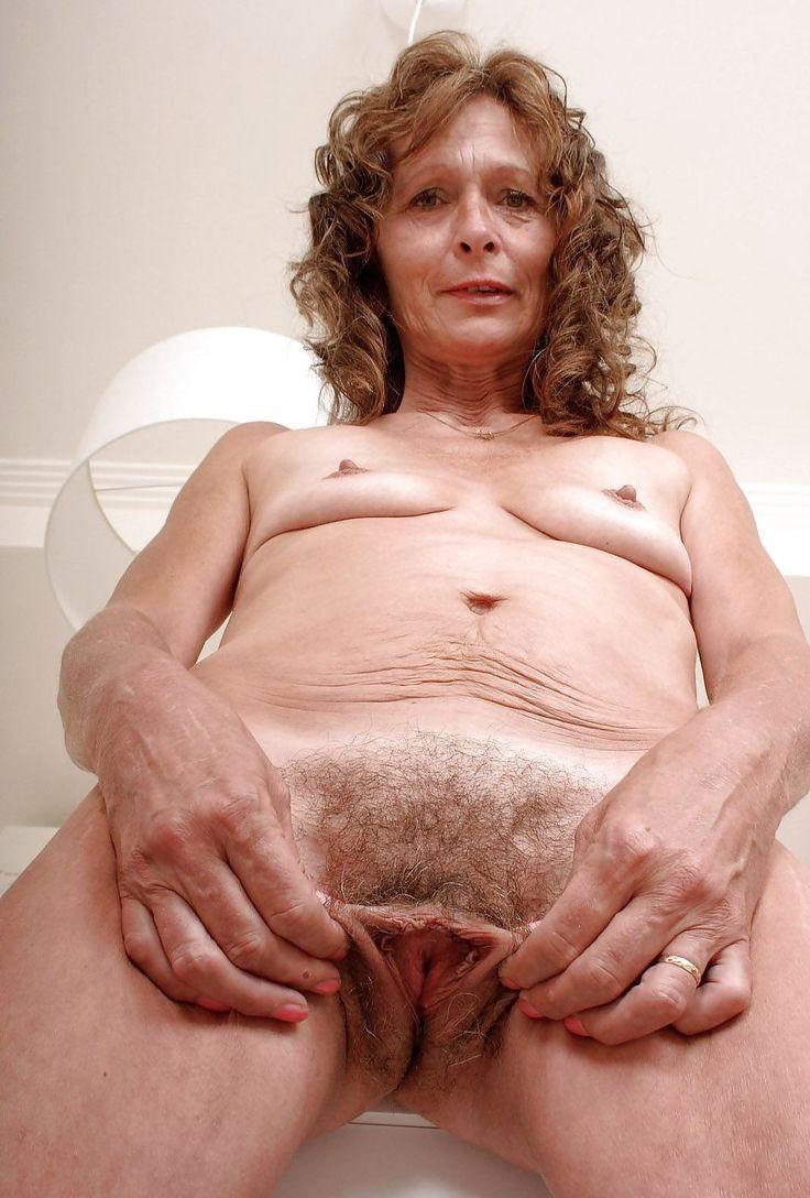 Mature Sex  Granny Flashing Pussy-2898