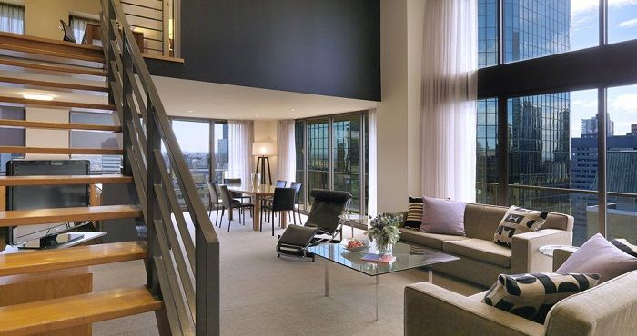 Melbourne CBD is host to a number of Penthouse accommodation options, such as the luxurious Adina Apartment Hotel on Flinders Street. Another Penthouse Apartment in Melbourne CBD is the Ovolo Laneways which is off Little Bourke Street and right next to Parliament House.