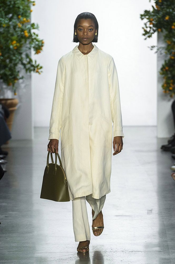 See all the Mansur Gavriel Spring 2018 looks from the runway.