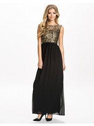 http://nelly.com/se/kl%C3%A4der-f%C3%B6r-kvinnor/kl%C3%A4der/festkl%C3%A4nningar/te-amo-1134/metallic-brocade-crochet-maxi-dress-340521-24/