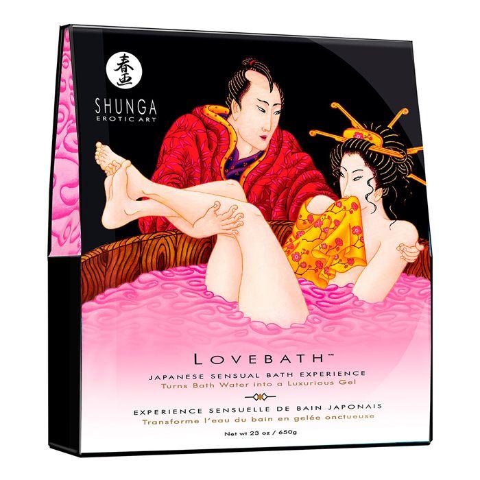 """LOVEBATH DRAGON FRUIT  Shunga Love Bath Dragon Fruit está inspirado en """"Los baños de amor"""" japoneses. Un ritual donde se disfrutaba de un privilegioso ambiente húmedo lleno de sensualidad y erotismo. Precio: 19,95€."""