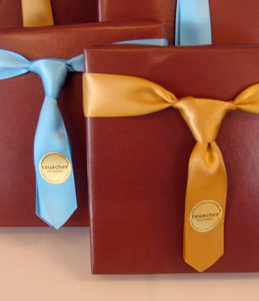 make ties with ribbons {perfect wrapping for groomsmen gifts!}-- sooo cute!