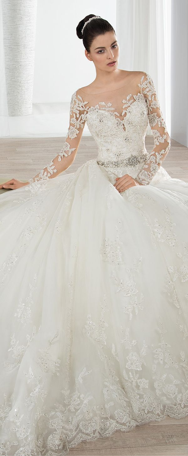 Chic Tulle Bateau Neckline A-line Wedding Dresses with Beaded Lace Appliques