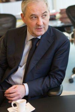Le président du groupe Banque Populaire Caisse d'Epargne détaille son plan d'attaque pour sortir vainqueur de la recomposition en cours du marché face à ses challengers,les historiques comme les nouveaux.