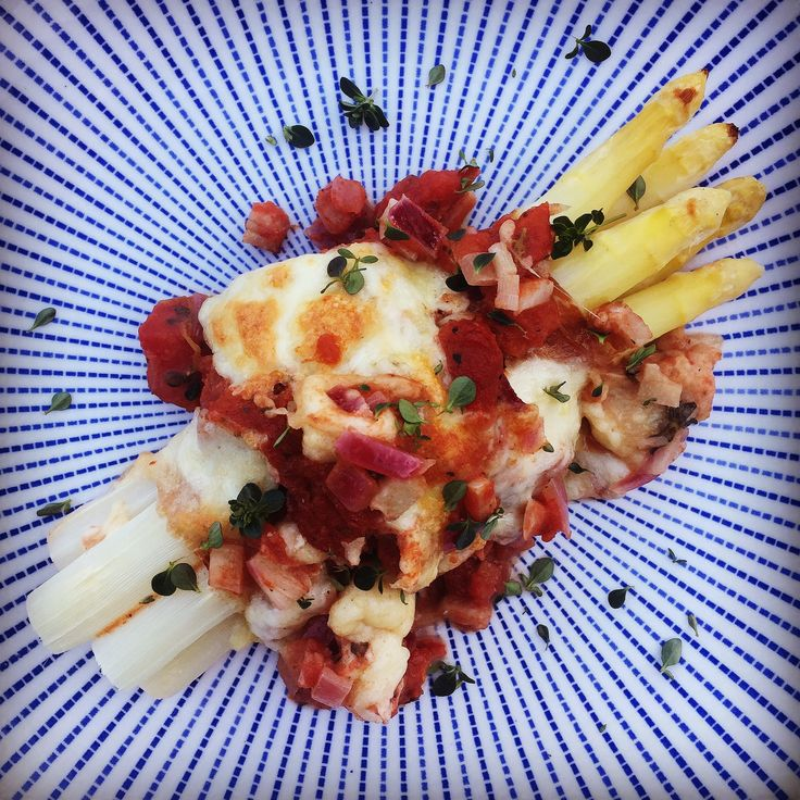 after work cooking! http://www.die-kuecheninsel.at/weisser-spargel-im-ofen-ueberbacken/
