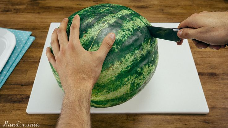 Check Out This Easy Way To Cut A Watermelon And Stop Dripping Juice Down Your Chin!!