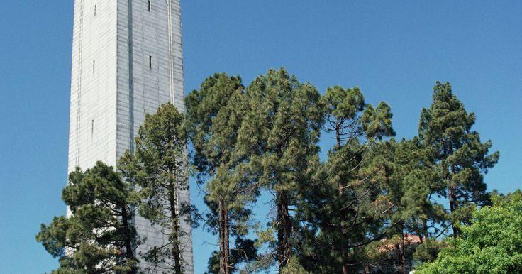 Requisitos de admisión a la Universidad de California en Berkeley. Los requisitos de admisión en la Universidad de California en Berkeley, la universidad más antigua en el sistema de universidades de California y una de las principales universidades públicas en los Estados Unidos, difieren en función de factores tales como residencia Californiana, si el solicitante es un estudiante de primer año o un estudiante ...