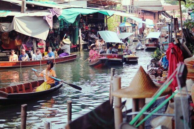 Floating market @Pat Wingworn
