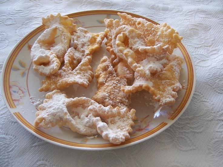 kuchnia Alicji: Chrusty z trzech rodzajów mąki czyli jak faworek w maśle