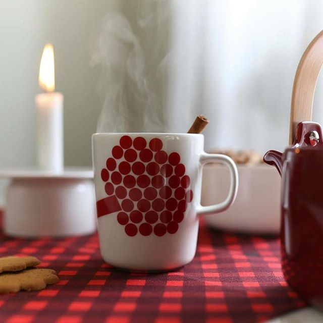 """This spicy apple drink is not just a great alternative to traditional mulled wine """"glögi"""" but it also gives your home a delicious scent of Christmas. A perfect aperitif to be served before Christmas dinner! #VeryFinnishThing"""