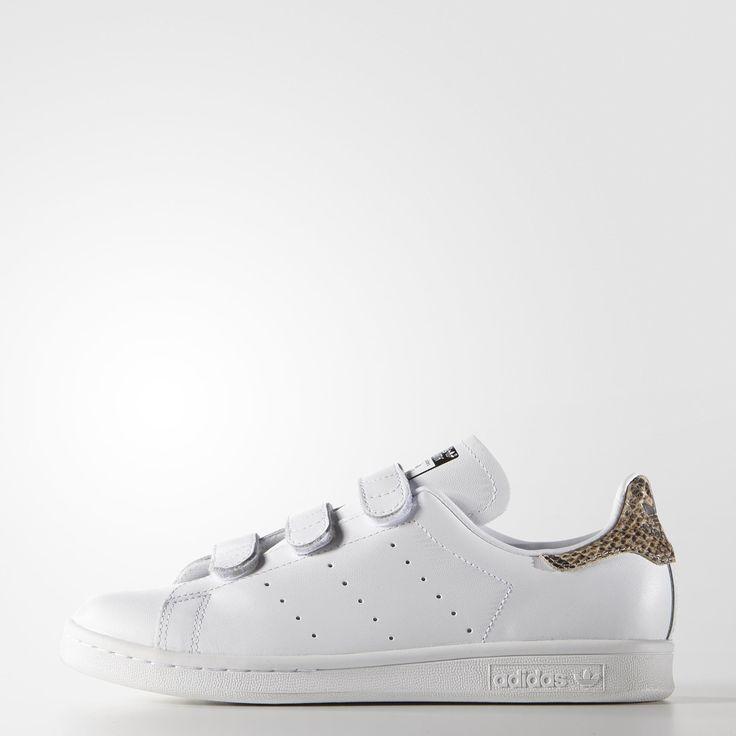 Lancée sur les courts de tennis en 1971, la chaussure adidas Stan Smith est  devenue