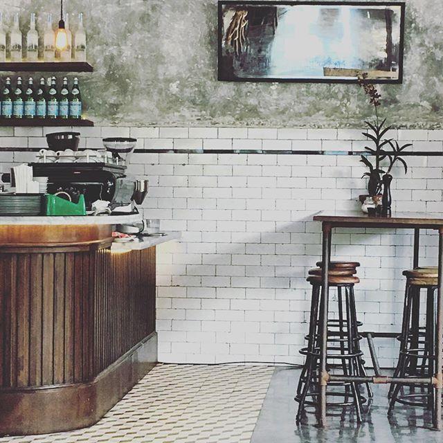 But first coffee!! ☕️ #bali #baliexpat #cafe #coffee #cornerhouse #indonesia #instgram #interiordesign #travel #seminyak #werk