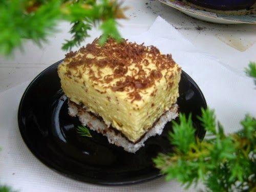 Szuper sütemény, sok-sok kókusszal! A vaníliás kókuszos főtt krém valami fantasztikus, érdemes kip...