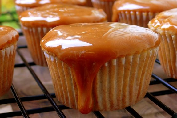 Caramel Apple Cupcakes | Noble Pig: Apple Cupcakes These, Apple Cupcakes Nuff, Caramel Cupcakes, Cupcakes Recipe, Apple Cupcakes2, Apple Cupcakes Yummm, Caramel Apple Cupcakes, Caramel Apples