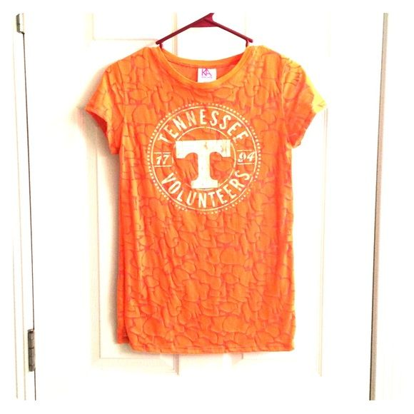 Tennessee t shirt Like new Tennessee tshirt! Only wore a couple of times. Great condition! Says large but fits like a medium Tops Tees - Short Sleeve