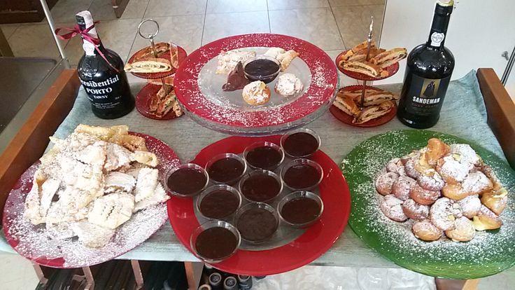 carrello dei dolci tipici carnevaleschi.....frappe....castagnole......sanguinaccio al cioccolato