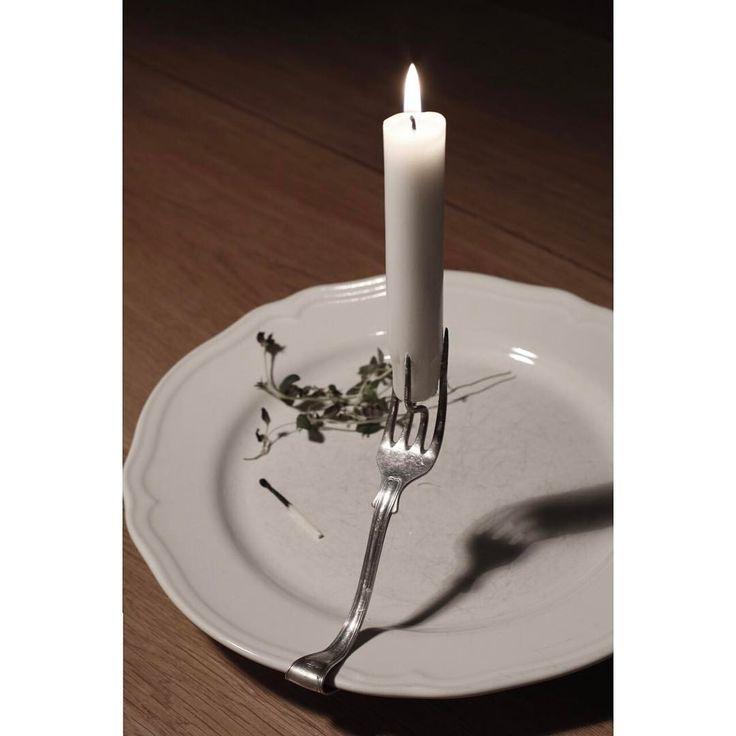 Se det här fotot av @ladylost på Instagram Egen design. En gaffel blev med hjälp av en tallrik en ljusstake. Gaffelljusstake. Av Matilda Broberg