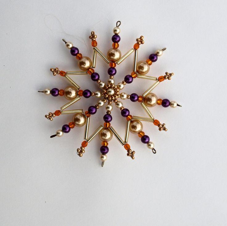 korálková vánoční hvězda Vánoční hvězdička z korálků a perliček na pevné drátěné konstrukci , velikost 10 cm v barvách zlatá fialová oranžová