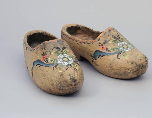 Shoes :: Wisconsin Decorative Arts Database