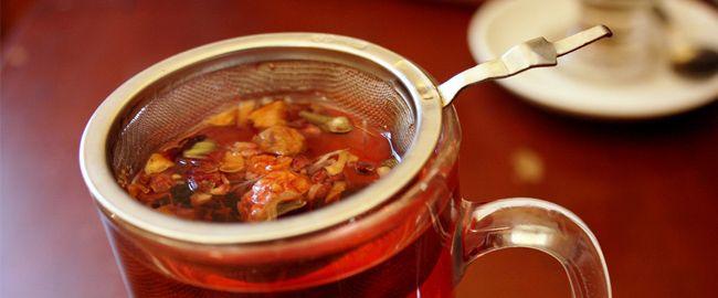 Tutaj znajdziesz przepis na niesamowitą pieczoną herbatę. To nie jest zwykła herbata. Wystarczy tylko kilka owoców. Gorąco polecamy!
