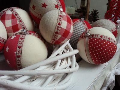 Pasja dekorowania                                                 : Bombki na choinkę