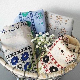 Joli foulard tout doux réalisé à la main de façon artisanal. Disponibles en 4 couleurs  Création : Soeur