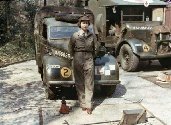 La reina elizabeth durante su servicio militar en la || guerra mundial