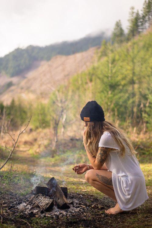Ah a sensação de ver o sol nascendo em meio a natureza, aquecendo o corpo enquanto cozinha o café da manhã no resto da fogueira da noite passada...