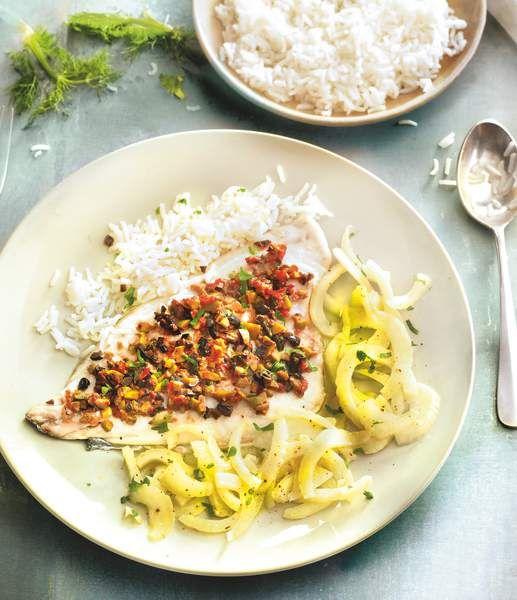 Ingrédients (pour 4 personnes) :  -4 filets de dorade royale (ou 12 filets de dorade sébaste) -24 olives vertes dénoyautées -16 olives noires dénoyautées -120 g de riz cru -3 bulbes de fenouil 2