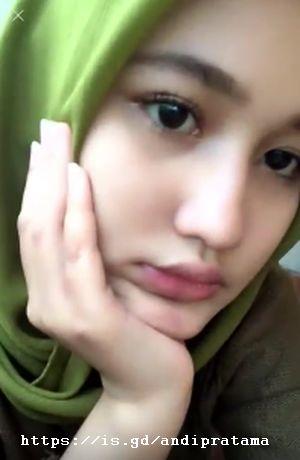 Photo Selfie Gadis Jilbab Cantik Bibir Manis