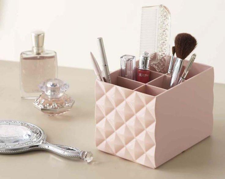 Geometrische vormen in dit zacht roze make-up doosje!