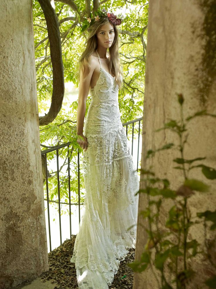 oh em gee. amazing wedding dress by YolanCris. i kinda want it. right now.