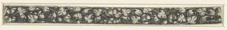 anoniem | Fries met bladranken, attributed to Heinrich Aldegrever, 1512 - 1560 | Fries met bladranken die zich vanuit het midden en vanaf de zijkanten symmetrisch over het vlak verspreiden.