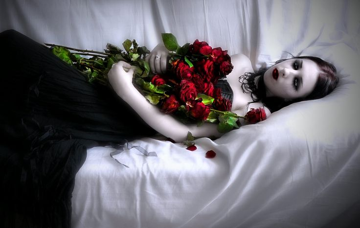 Vampire Love Hd Wallpaper : http://dark.pozadia.org/wallpaper/Vampire-Arina-with-roses/ Gothic & Dark Fantasy Pinterest ...