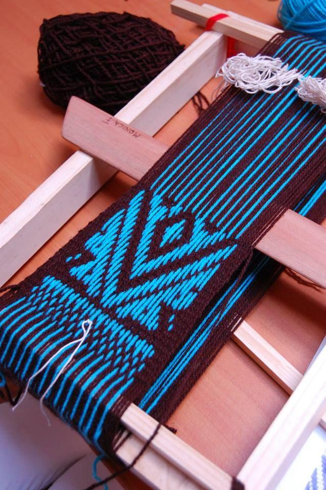 Tejidos en telar Mapuche hechos por mis alumnas, ñimikan